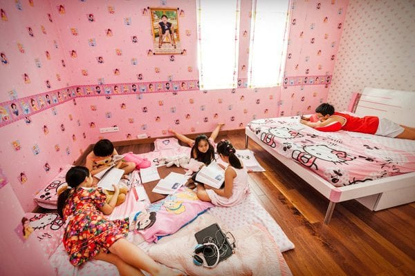 Suburban lifestyle: Helen Thanh enjoys a playdate with her friends. Photo © Catherine Karnow.